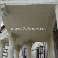 Вход, колонны, капители и потолок из белого дагестанского известняка