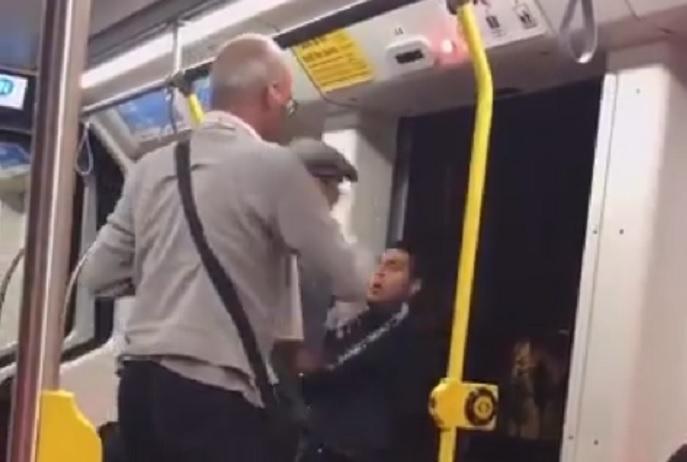 Intentan echar del tren a un hombre