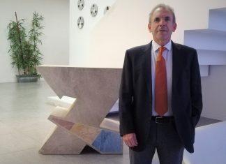 El director de CACSA, Enrique Vidal, durante su visita a 7 Televalencia en la que habla de los resultados de la exposición de Harry Potter.