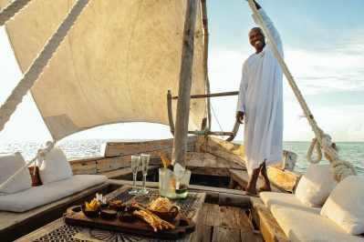 dhow_sailing_zanzibar_tanzania
