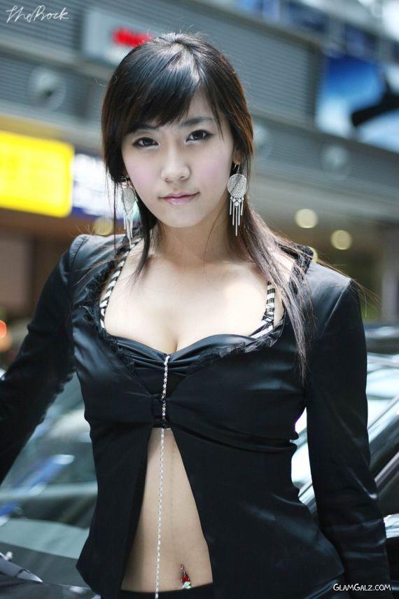 Pretty Koren Motor Show Galz
