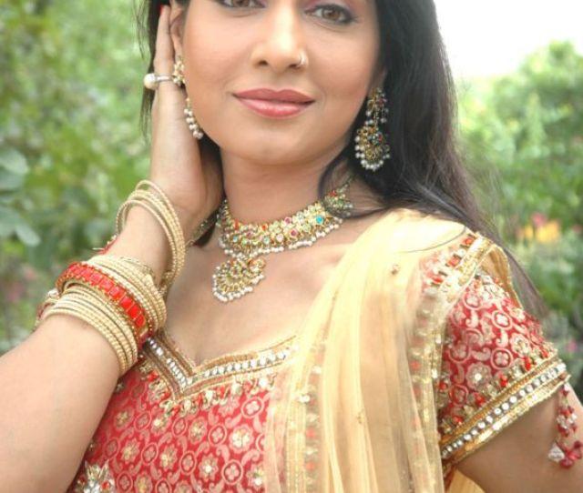 Desi Beauty Pakhi Hegde