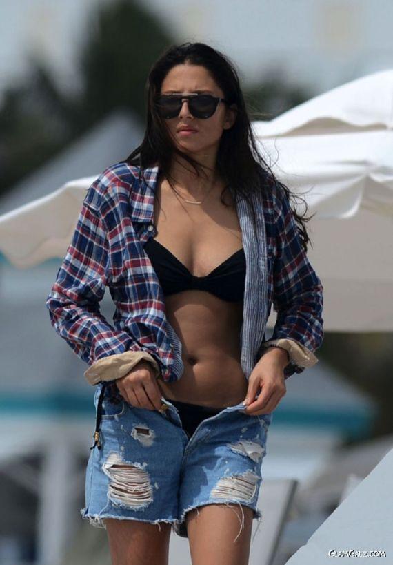 Jessica Gomes In Black Bikini At The Beach
