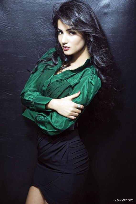 Sizzling Sonal Chauhan