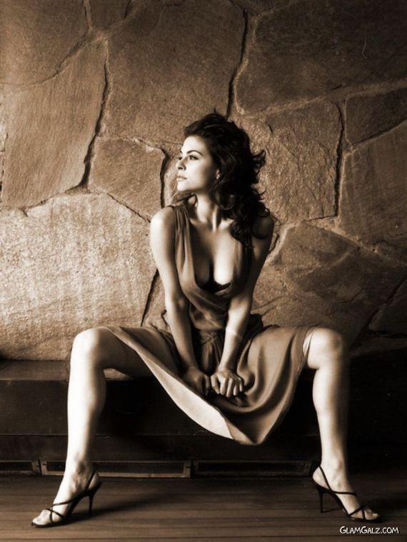 Gorgeous Maria Menounos Photoshoot
