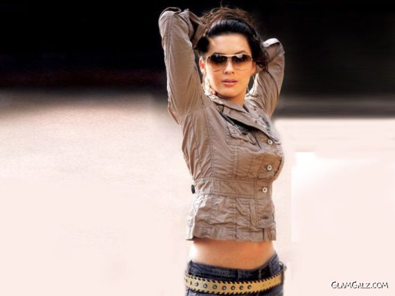 Click to Enlarge - Desi Beauty Isha Sharvani Wallpapers