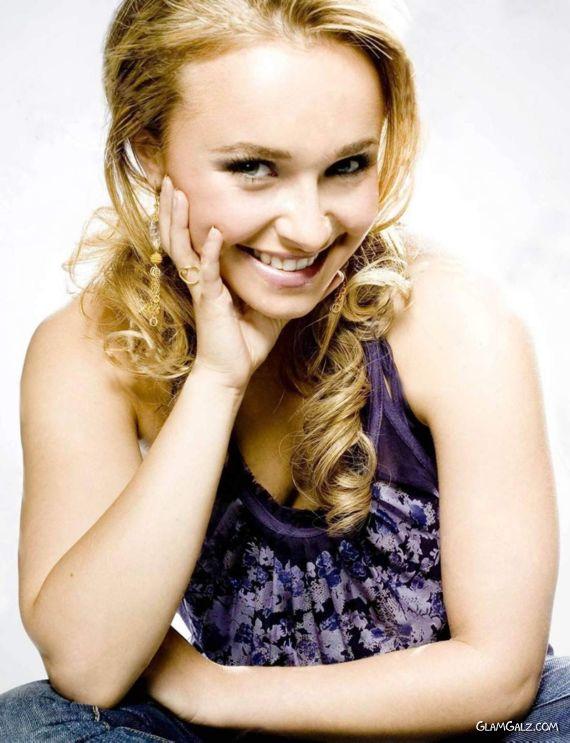 Smiling Beauty Hayden Panettiere