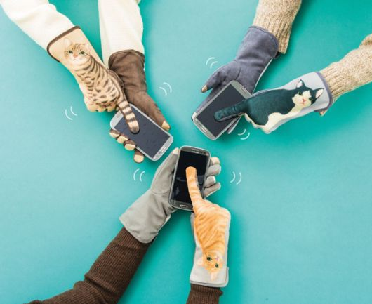 Smart Cat Gloves For Smartphones That Wag Their Tails When You Swipe