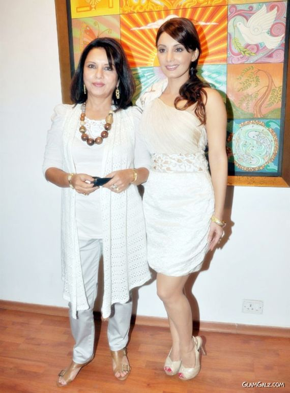 Minissha Lamba at Her Moms Art Exhibition