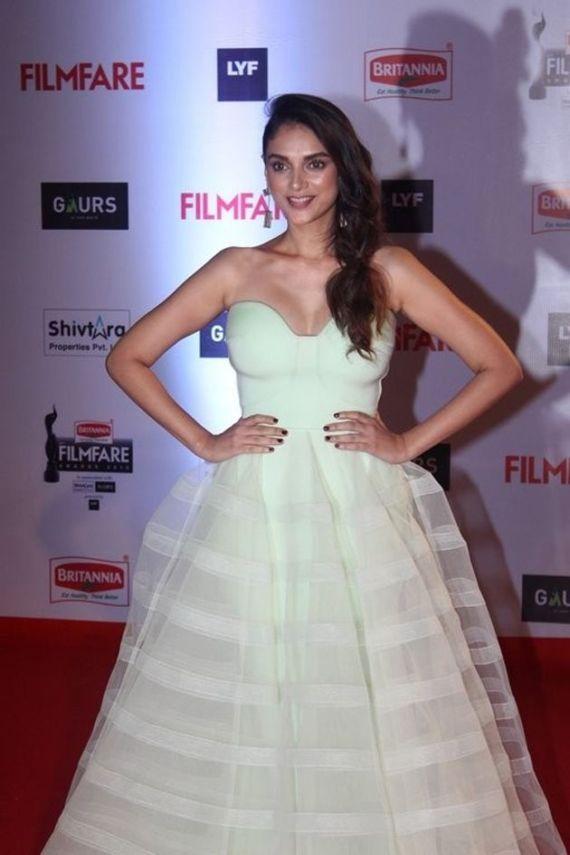 Various Indian Celebs At Filmfare 2016 Awards