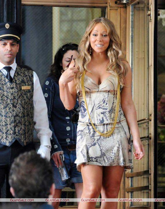 Mariah Carey in a Jewelry Store
