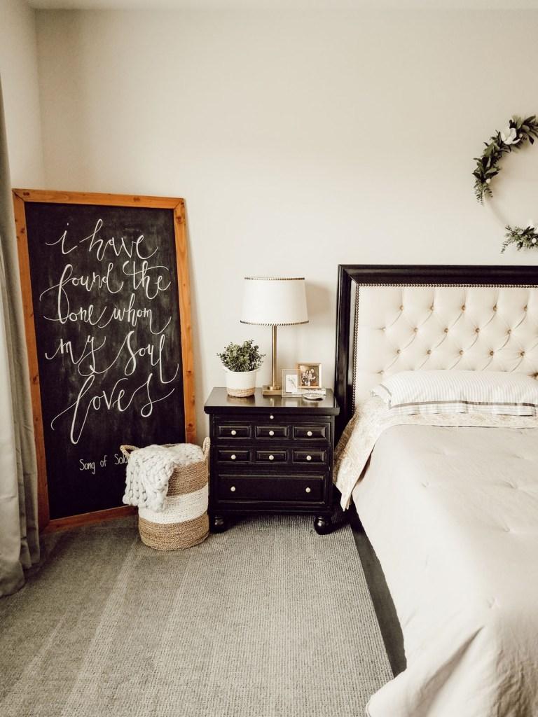 Effortless farmhouse bedroom decorating ideas