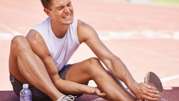 腳抽筋怎麼辦?教你幾招解痛與預防 | 伴你左右