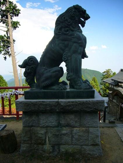 Dog-Guard-Statue