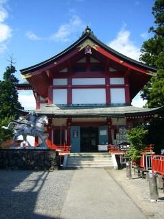 Samurai-Statue-and-Red-and-White-Shrine