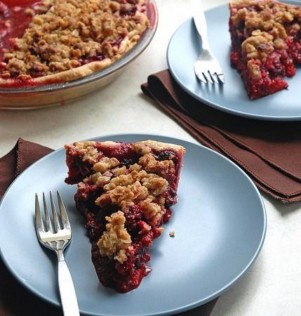 Berry Crumble Pie – vegan and gluten-free