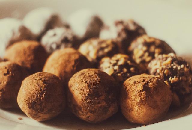 Chocolate Avocado Truffles with Pink Himalayan Salt – Vegan and Gluten-Free