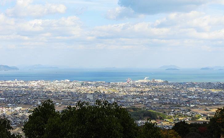 四国八十八カ所霊場第58番仙遊寺の近くからの景色