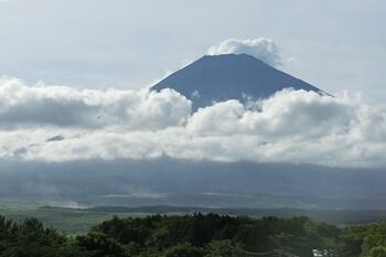 御殿場・新東名から見える富士山
