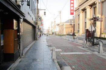 奈良駅前の三条通り