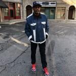 スパイク・リーがちょと変わった『リーバイス x エア ジョーダン4 リバーシブルジャケット』を着る