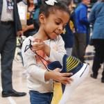 オラディポが子供達にサイン入り『エア ジョーダン32 ロー PE』をプレゼント!