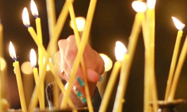 Китайски свещи менте в църквите за Великден