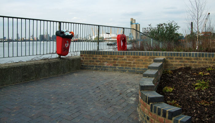 Thames Path, April 2010