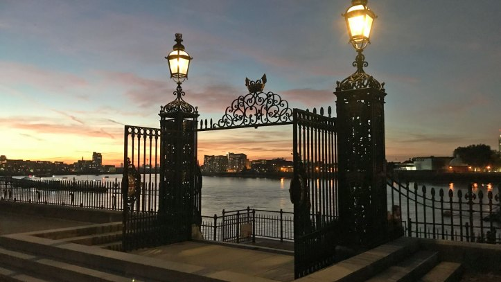 Thames Path at Old Royal Naval College gates, October 2018