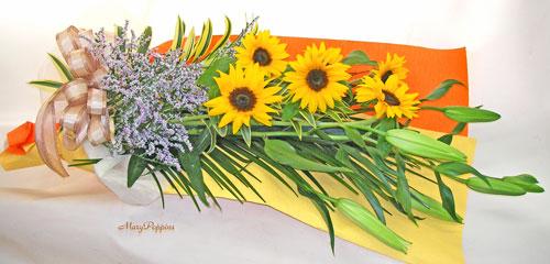 ひまわりと百合の花束