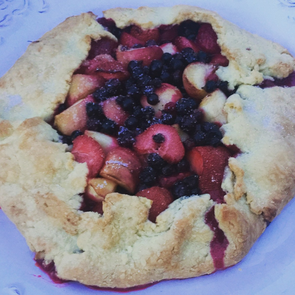 peach and summer berries crostata