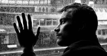 Глубокое чувство грусти — симптом депрессии