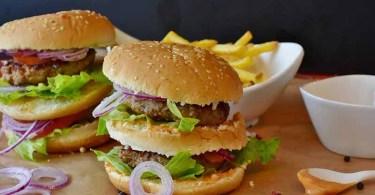 Депрессию может вызвать обилие вредных продуктов