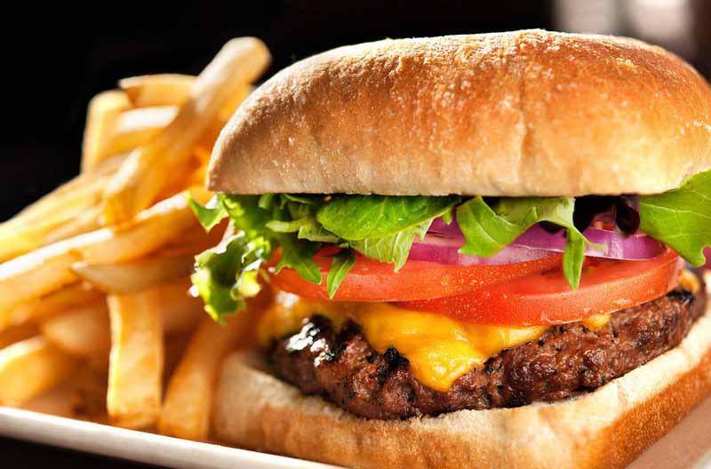 Употребление всего трех гамбургеров в неделю повышает риск развития астмы