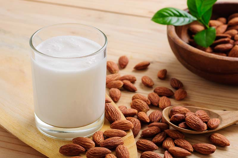 Полезное молоко из миндаля