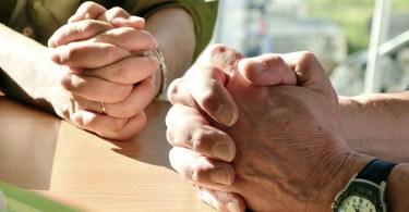 Женщина освободилась от порчи после молитвы