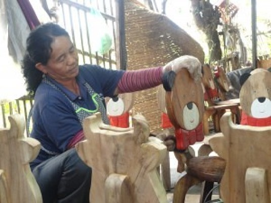 Hand Crafted - Hand Painted - Hang Dong Handicrafts - Chiang Mai Thailand