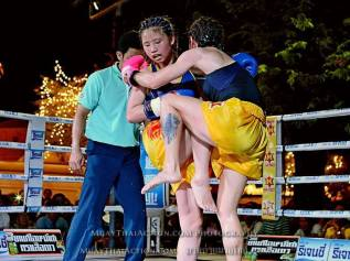 Sylvie vs Saya Ito - Knee to stomach