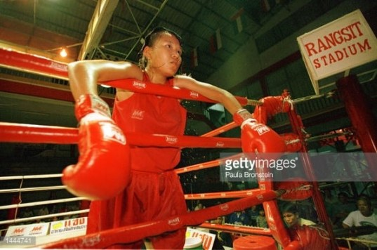 A female fighter between Rounds - Rangsit Stadium - 2000 May