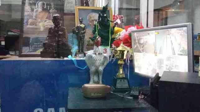 Petchrungruang Rooster Gift - Sylvie von Duuglas-Ittu-w1400