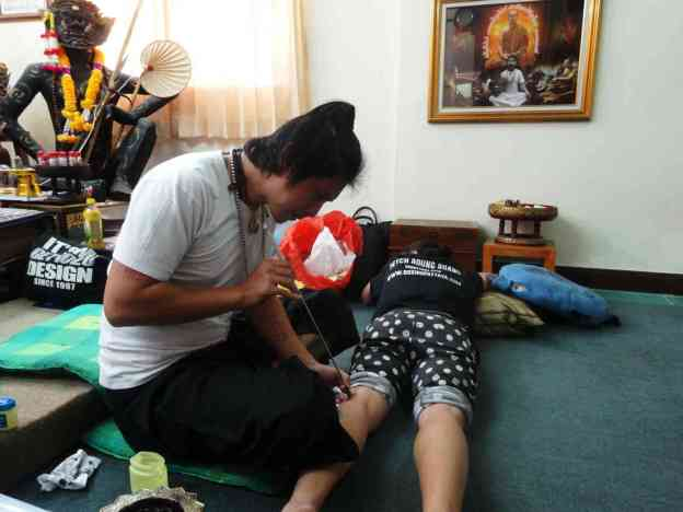 Arjan Pi Bangkating - Sak Yant back of Knee-w1400