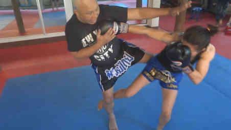 Burklerk - Sylvie kicking the standing leg-w1400