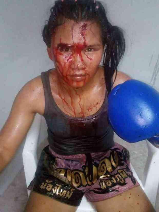 Modt Daeng - Bloody Female Face Photo - seated-004