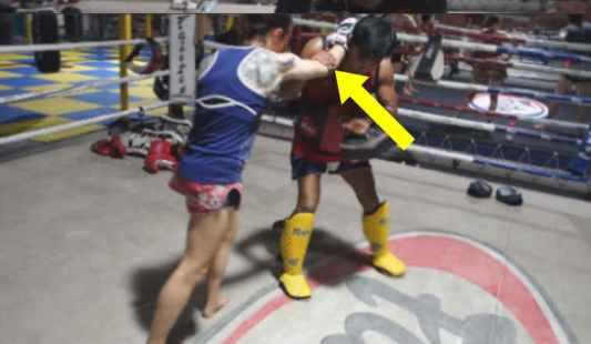 Bent elbow on the knee - control