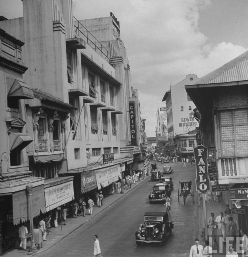 Old kalesa in Escolta