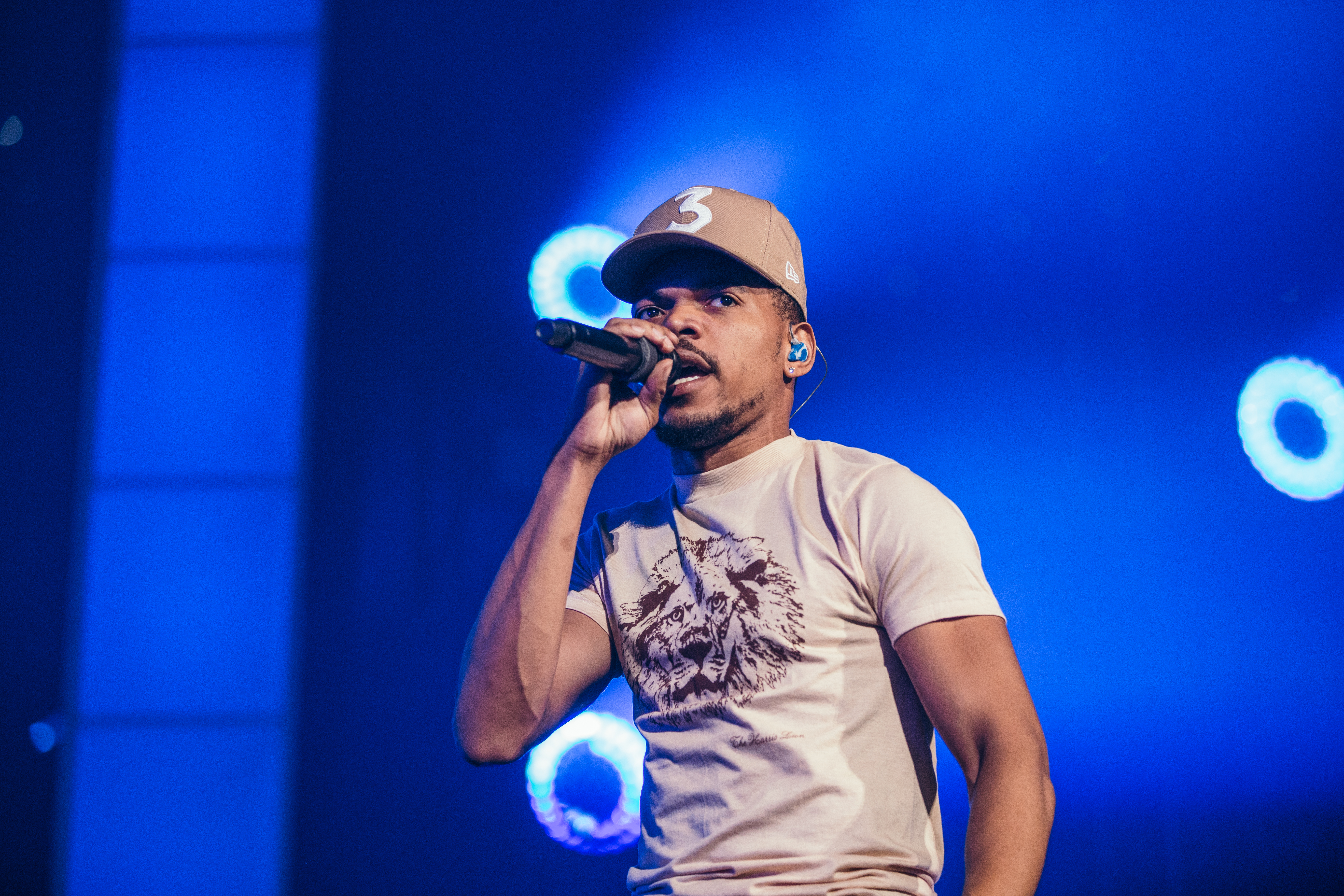 chance-the-rapper-be-encouraged-8poundsmusic-mic