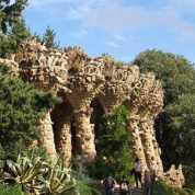 グエル公園06回廊_バルセロナ5-2ある日本人観光客のスペイン旅行記