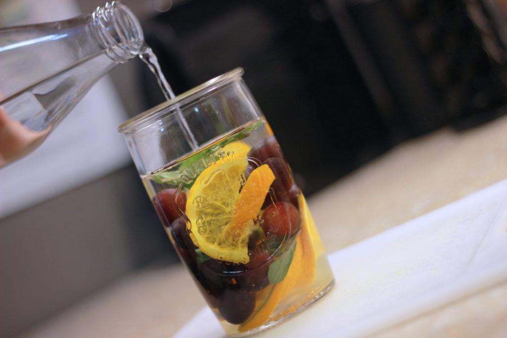 7 infusiones frutales deliciosas que ayudan a tu cuerpo a bajar de peso, quemar grasa, desinflamar el vientre, regular la digestión y muchas otras cosas más. Checa la publicación completa para ver las recetas.