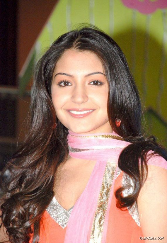 Anushka Sharma at the Sets of Rab Ne Bana Di Jodi