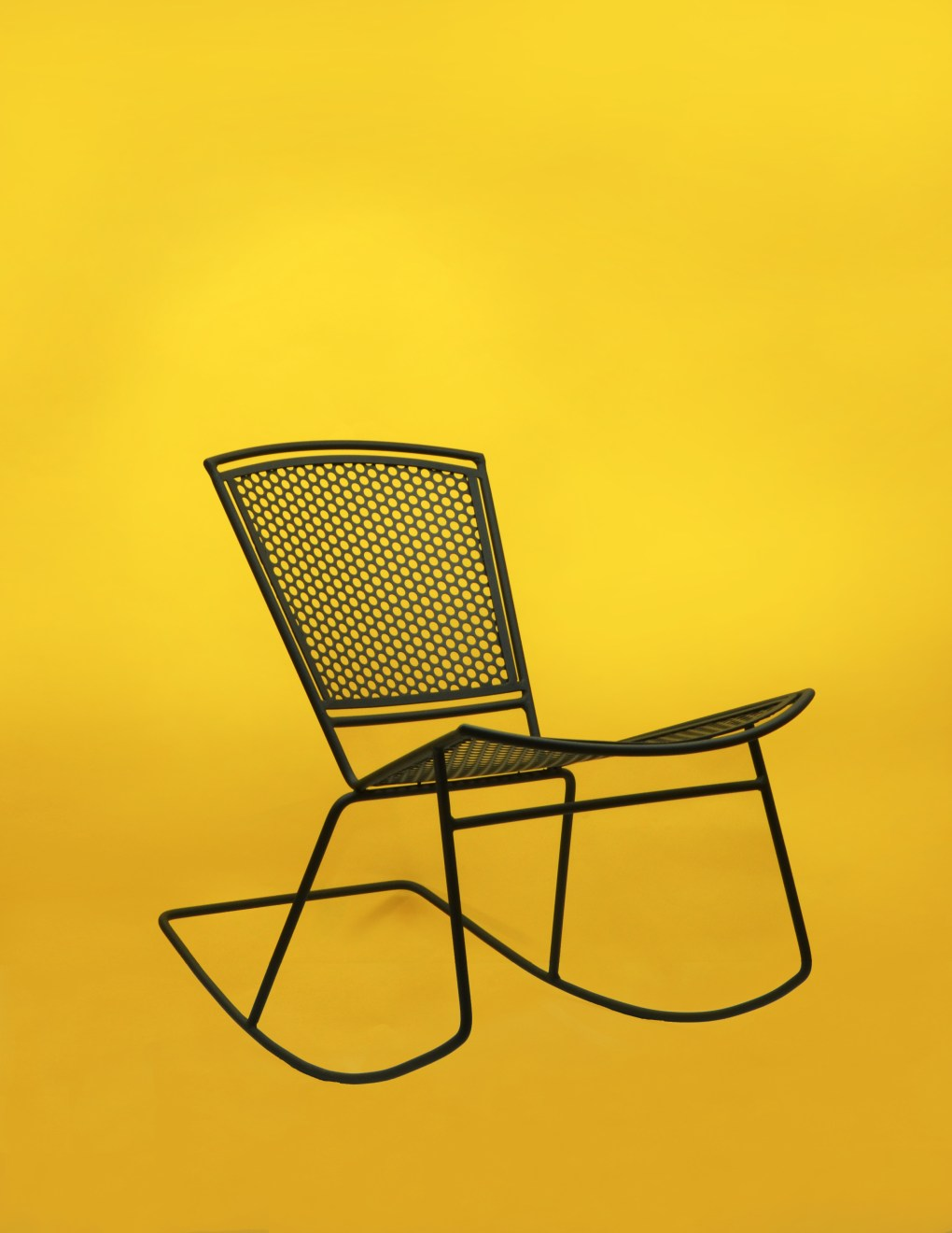 Lunar_orbit_rockingchair_matte_black